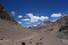 Climbing up to Plaza de Mulas (3800m)